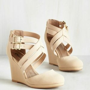Qupid nude wedges BRAND NEW IN BOX